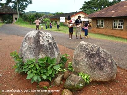 Chefferie de Bafut. Pedres del sacrifici