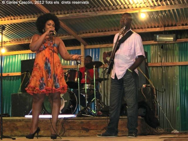 Concert d'Annie Anzouer a la Foire de Kribi, Mayi 2012