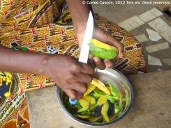 Mango tallat a la camerunesa per esmorzar