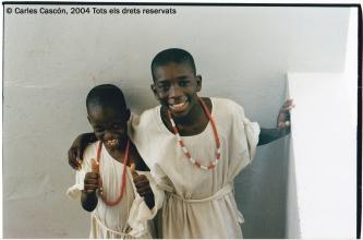 Dos chicos a punto de celebrar su fiesta de circuncisión en Usine Ben Tally, Dakar