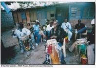 Fiesta de bautizo en Dakar con Yatma Thiam dirigiendo los percusionistas