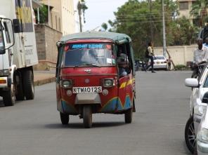Tuk-tuk, un auto rickshaw en Kisumu
