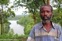 Pescador frente al Mwamba Lake