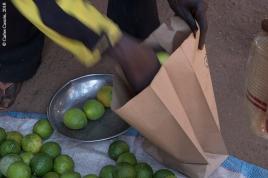 Las bolsas de papel sustituyen a las de plástico en el mercado