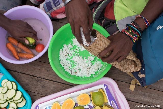 Preparando el coconut rice (wali wa nazi)